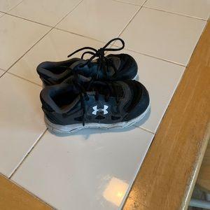 Infant size 7 under Armour tennis shoes
